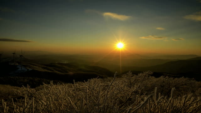 snow scene of taegisan mountain (famous mountain in korea) in winter at sunset - sonnenuntergang stock-videos und b-roll-filmmaterial