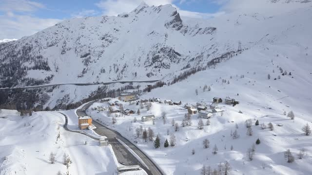 vidéos et rushes de snow scenery of village in simplon pass / switzerland - village