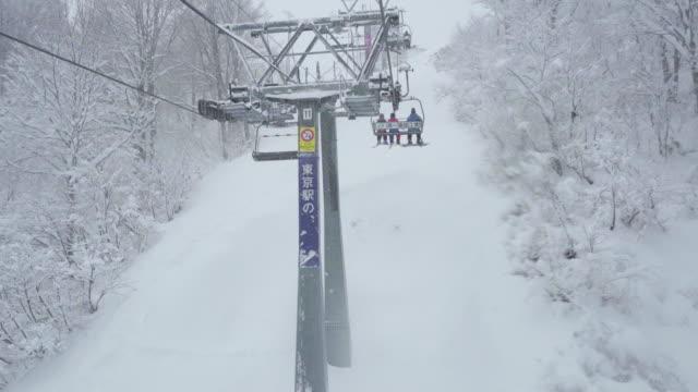 snow ski cable chair lift - 秋田県点の映像素材/bロール