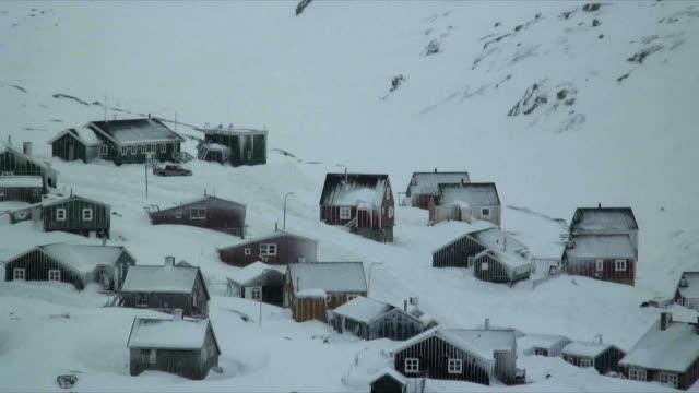 ms zo ha snow storm in tasiilaq village, east greenland - peter snow stock videos & royalty-free footage