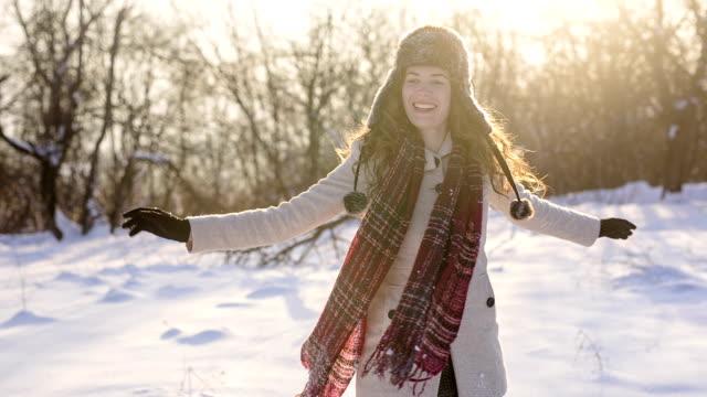 snow zeit - ohrenschützer stock-videos und b-roll-filmmaterial