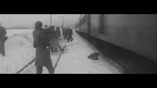 Snow Wars Ongoing/JSDF clearing snow from a buried train line Using machines to clear snow overnight JSDF staying in the train eating JSDF head to...