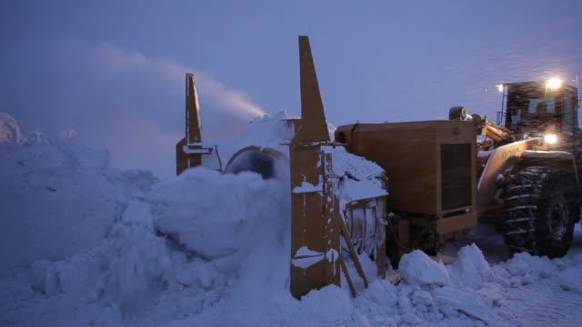 vidéos et rushes de snowblower clears road of snow - montréal