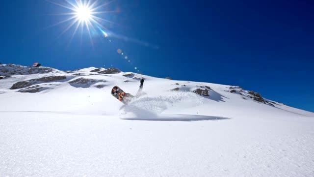 SLO MO snowboard Esculpida e pulverização de Neve na câmara