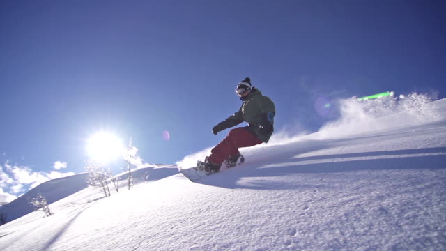 snowboarder la polvere a - snowboard video stock e b–roll