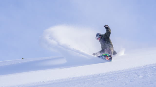 snowboarder doing powder turn - young men stock videos & royalty-free footage