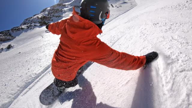 スノーボーダーの極端な彫刻 - 滑る点の映像素材/bロール