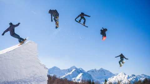 vídeos y material grabado en eventos de stock de snowboarder jump montaje - deporte de riesgo