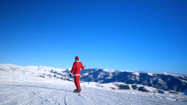 スノーボーダーのスキースロープ - sunny点の映像素材/bロール