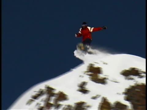 vidéos et rushes de snowboarder - seulement des jeunes hommes