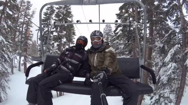 pov of snowboarders riding on a lift at a ski resort. - partire bildbanksvideor och videomaterial från bakom kulisserna