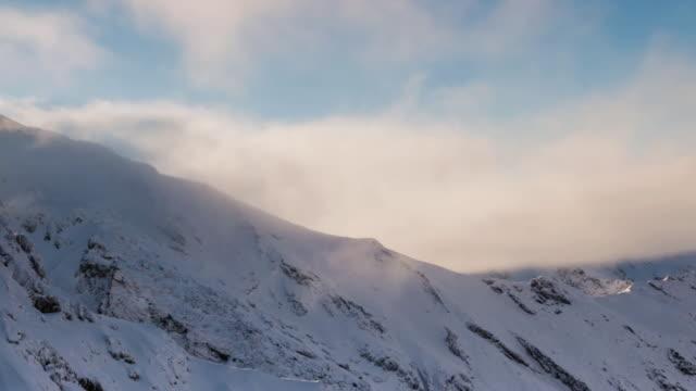 snowcapped mountain - siebenbürgen stock-videos und b-roll-filmmaterial
