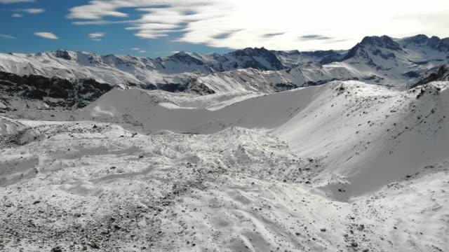 vídeos y material grabado en eventos de stock de montañas nevadas en cajon del maipo - valle