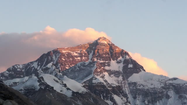 stockvideo's en b-roll-footage met snowcapped mt. everest, tibet - mount everest