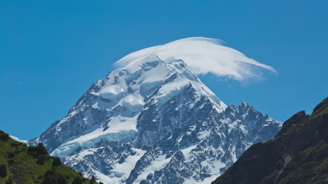 snow-covered mountain of mount cook / new zealand - deep snow stock videos & royalty-free footage