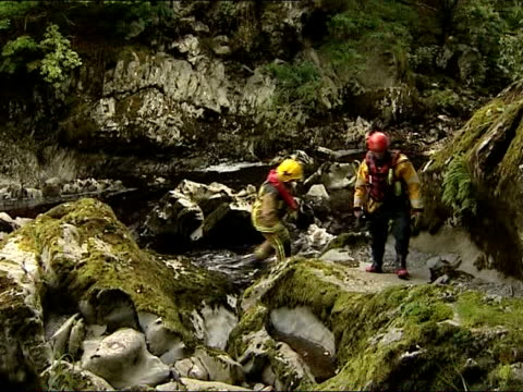 body of missisng schoolboy found wales snowdonia ext search teams on mountainside - snowdonia video stock e b–roll