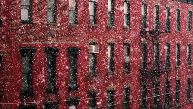 snowfall in the city - red brick building - nyc 2021 - weather - wall building feature stock videos & royalty-free footage