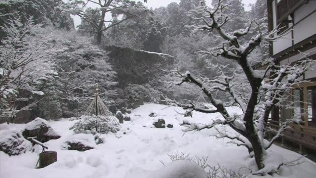 snowing in a temple garden, koyasan, honshu, japan - satoyama scenery stock videos & royalty-free footage