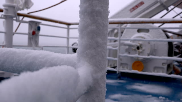 船に雪が降ってください。 - 灯台船点の映像素材/bロール
