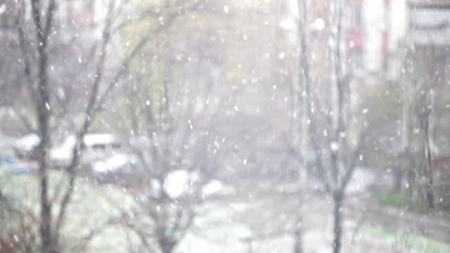vídeos y material grabado en eventos de stock de nevar en la calle-fondo de invierno - invierno
