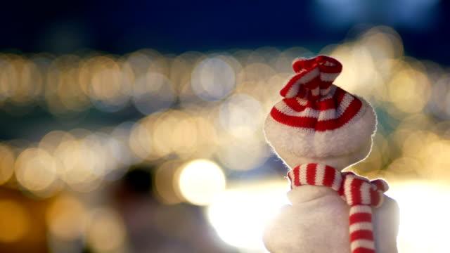 Schneemann in der Stadt, Weihnachten, Nacht, Weihnachtsbeleuchtung