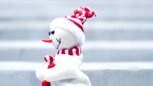 Schneemann auf Treppe