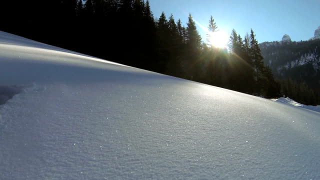 """vídeos de stock, filmes e b-roll de """"pov caminhadas com raqueta de neve na paisagem de montanha"""" - ponto de vista de câmera"""