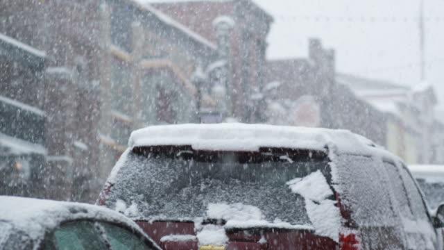 vídeos de stock, filmes e b-roll de snowstorm in park city, utah - park city utah