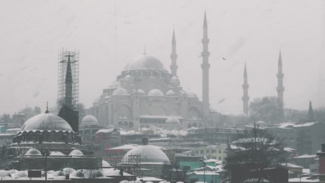 verschneiter tag in istanbul, türkei - religion stock-videos und b-roll-filmmaterial