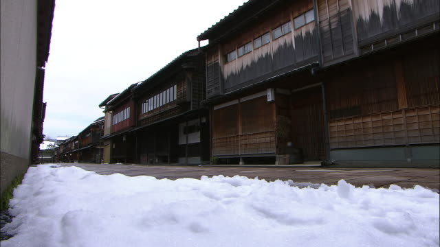 snowy higashi chaya district in kanazawa japan - ishikawa prefecture stock videos and b-roll footage