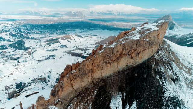 snowy mountains drone shot-mount ararat-agri/dogubayazit - mount everest stock-videos und b-roll-filmmaterial