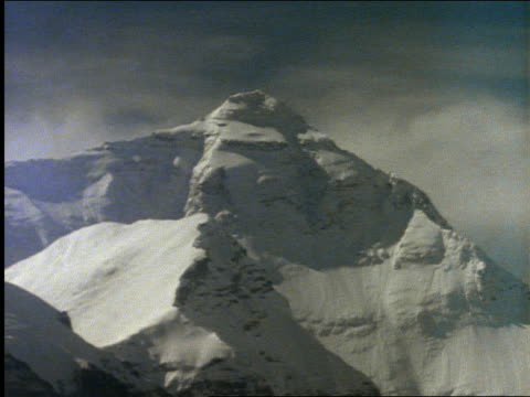 snowy mt everest - cinematography stock videos & royalty-free footage