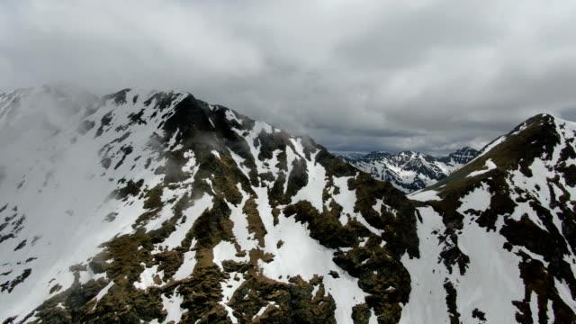 snowy peaks of moldoveanu peak, piatra craiului national park ,carpathian mountains/ aerial drone view, romania - siebenbürgen stock-videos und b-roll-filmmaterial