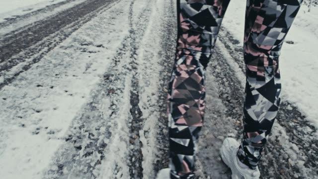 Verschneite road