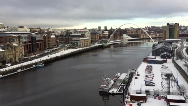 snowy scenes on the newcastle and gateshead quayside taken from the tyne bridge - tyne bridge stock videos & royalty-free footage