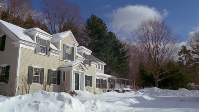 MS snowy suburban home / Manchester, Vermont