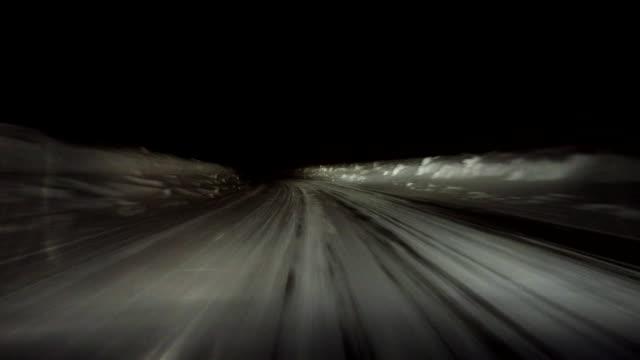 Schnee winter road drive bei Nacht für Speisen und Getränke - 4 k
