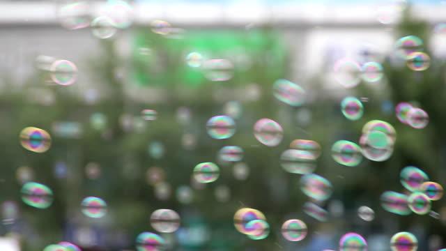 液体石鹸の泡(мыльныепузыри) - 沢山の物点の映像素材/bロール