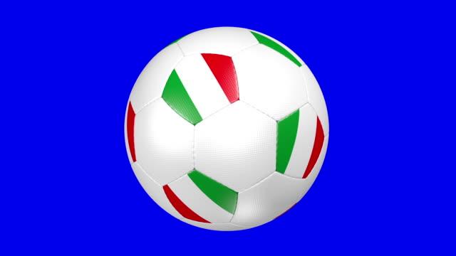 fußball ball italien - internationaler fußball stock-videos und b-roll-filmmaterial