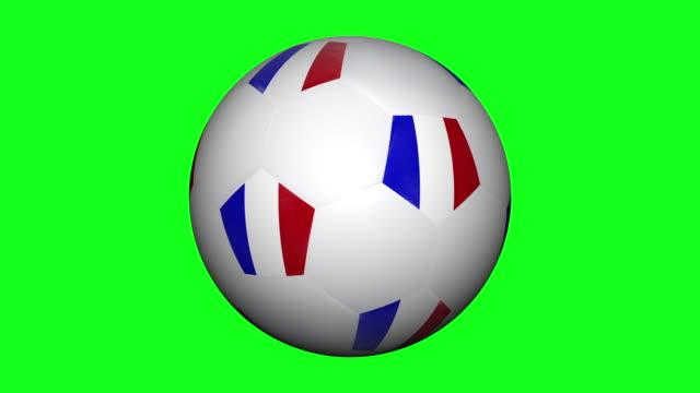 vídeos y material grabado en eventos de stock de balón de fútbol con rayas bandera francia rodando en clave de croma - color aislado
