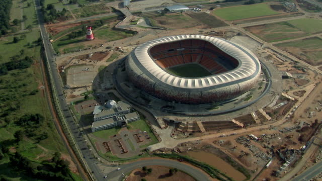 vidéos et rushes de aerial soccer city / johannesburg, gauteng, south africa - 2010