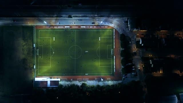 Fußballplatz in der Nacht - Luftbild