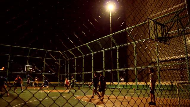 fußballspiel hinter dem zaun - spielfeld stock-videos und b-roll-filmmaterial