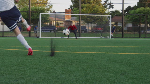 Fußball-Kick durch den Torwart blockiert