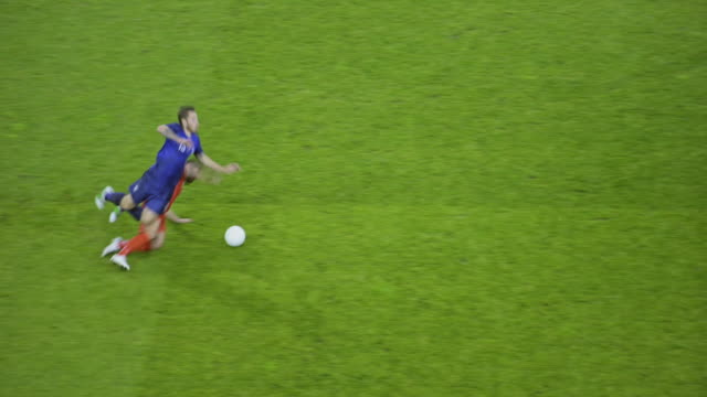 stockvideo's en b-roll-footage met soccer player dribbling but the opponent tackles him - sportwedstrijd