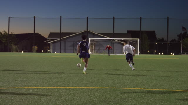 vídeos de stock e filmes b-roll de soccer player dribbling past defenders and scoring a goal - football