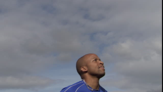 la cu zo ms soccer player jumping up and heading ball / sheffield, england, uk - geköpft stock-videos und b-roll-filmmaterial