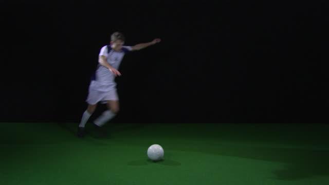 ws soccer player kicking football / berlin, germany - 蹴る点の映像素材/bロール