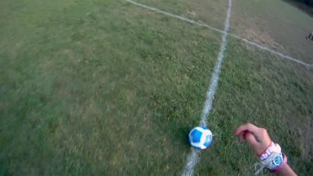 stockvideo's en b-roll-footage met a soccer player receives a pass and dribbles towards the goal. - dribbelen