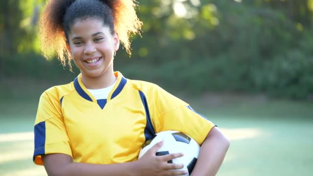 サッカー選手 - スポーツユニフォーム点の映像素材/bロール